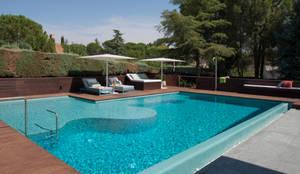 Piscina 1 2 3: Piscinas de jardín de estilo  de AGi architects arquitectos y diseñadores en Madrid