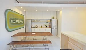 open plan kitchen dining: modern Living room by Till Manecke:Architect