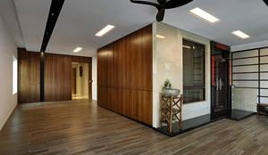 Taiwan  Taichung - J House:  住宅 by 信美室內裝修