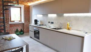 Living : Cucina in stile in stile Moderno di OPERA4architetti