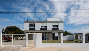 Casa Rio das Contas: Casas  por 151 office Arquitetura LTDA