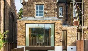 DE BEAUVOIR SQUARE: modern Houses by Bradley Van Der Straeten Architects