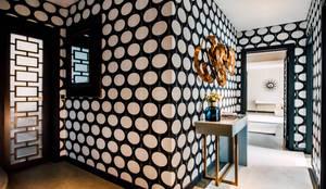 Moradia no Monte-Estoril: Corredores, halls e escadas modernos por FEMMA Interior Design