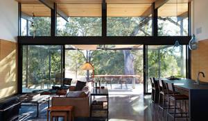 Sacramento Modern Residence by Klopf Architecture: modern Living room by Klopf Architecture