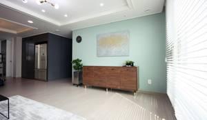 [홈라떼] 위례 38평 새아파트 TV 없는 거실 홈스타일링 : homelatte의  거실,미니멀