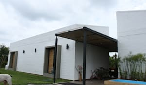 Casas de estilo rústico por ACUATTRO ARQUITECTURA