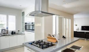 House Morningside: minimalistic Kitchen by Principia Design