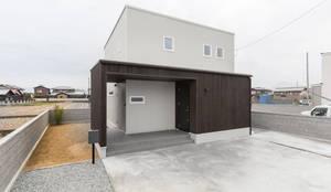 回遊性のあるスタイリッシュな住宅: KAWAZOE-ARCHITECTSが手掛けた一戸建て住宅です。