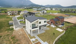 장성 진원면 단독주택: 인우건축사사무소의  주택