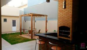 Jardines de estilo moderno de Fávero Arquitetura + Interiores