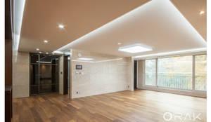 도곡동 롯데캐슬모닝아파트 / 52평형 아파트 인테리어: 오락디자인의  거실