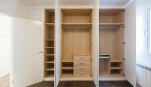 Armario: Dormitorios de estilo  de Arkin