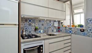 Apto Centro S.M.L.: Cozinhas modernas por Kris Bristot Arquitetura