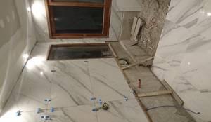 Baño en Suite: Baños de estilo clásico por Himis, Habis y Haim