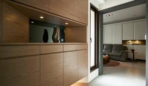 modern Corridor, hallway & stairs by 舍子美學設計有限公司