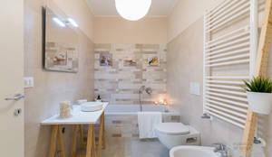 skandinavische Badezimmer von Home Staging & Dintorni