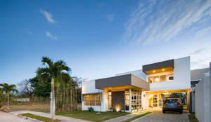 Case in stile in stile Moderno di J-M arquitectura
