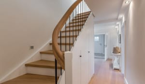 modern Corridor, hallway & stairs by Home Staging Sylt GmbH