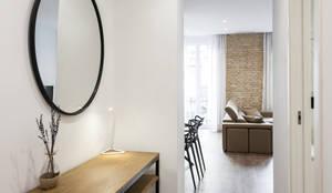 Ingresso, Corridoio & Scale in stile in stile Industriale di Aguilar Arquitectos