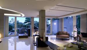 住宅(漫步雲間):  客廳 by 鼎爵室內裝修設計工程有限公司