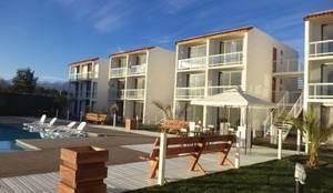 condominio: Casas de estilo mediterraneo por Arquitectura Consciente