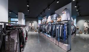 Großzügige Gänge laden zum shoppen ein:  Ladenflächen von hysenbergh GmbH | Raumkonzepte Duesseldorf
