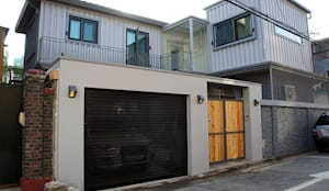 modern Garage/shed by SPACEHWA
