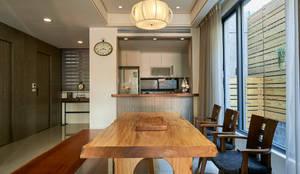 کھانے کا کمرہ by 世家新室內裝修公司