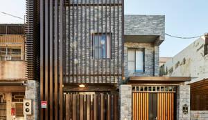 Projekty, klasyczne Domy zaprojektowane przez 世家新室內裝修公司