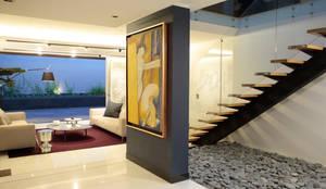Pasillos y vestíbulos de estilo  por MM estudio interior