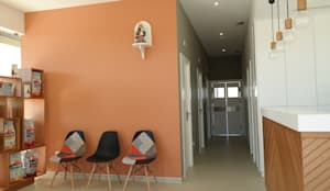 Sala de espera e corredor de acesso: Clínicas  por aponto