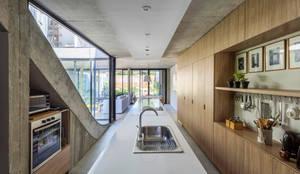Cocinas de estilo moderno por BAM! arquitectura