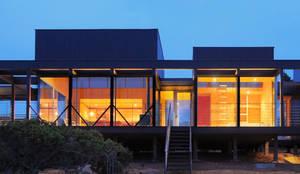 Casa Tunquén: Casas de estilo mediterraneo por Nicolas Loi + Arquitectos Asociados