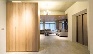 開放玄關:  走廊 & 玄關 by 果仁室內裝修設計有限公司