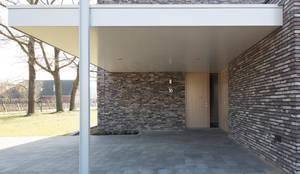 minimalistische Garage & Schuppen von Joris Verhoeven Architectuur