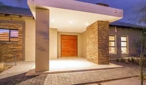 Entrance: modern Houses by Riverwalk Furniture
