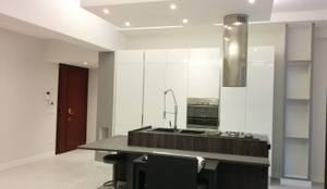 Progettazione e Ristrutturazione completa appartamento in via di Casa Calda Roma: Cucina in stile in stile Moderno di Ulpia Costruzioni Srl