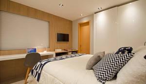 Dormitorios de estilo moderno de PKB Arquitetura