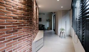 eclectic Corridor, hallway & stairs by 隹設計 ZHUI Design Studio