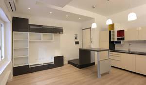 Studio piccolo - open space: Soggiorno in stile in stile Moderno di Daniele Arcomano