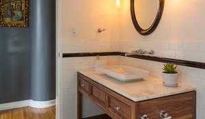 Baño de visitas: Baños de estilo  por Weber Arquitectos