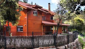 Casas de estilo rústico por Rusticasa