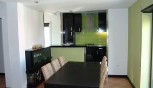 Sala e cozinha: Salas de jantar modernas por Artglam, Lda