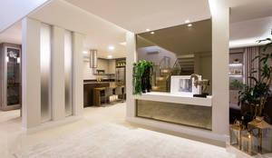 Residência Reserva da Serra: Corredores, halls e escadas modernos por Join Arquitetura e Interiores