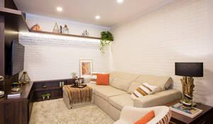 APARTAMENTO CENTRO II: Salas de estar rústicas por Join Arquitetura e Interiores