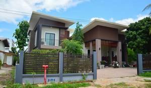 บ้านชั้นครึ่ง สไตล์โมเดิร์น:  บ้านและที่อยู่อาศัย by Add-con Architect