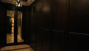 오산 세교 호반베르디움 38py: 화이트랩 디자인의  현관 & 계단 & 복도