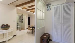 燈光的穿透噴砂玻璃營造溫馨的光線:  走廊 & 玄關 by 弘悅國際室內裝修有限公司