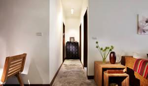 asian Corridor, hallway & stairs by 弘悅國際室內裝修有限公司