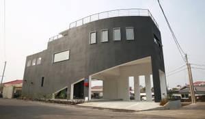 나무고래.집: AAPA건축사사무소의  주택
